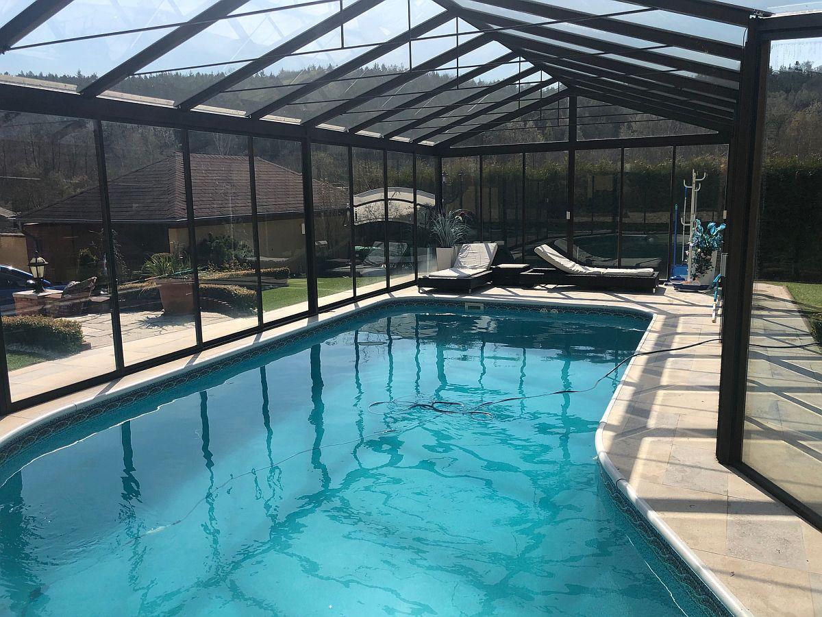 Zastřešení bazénu zevnitř