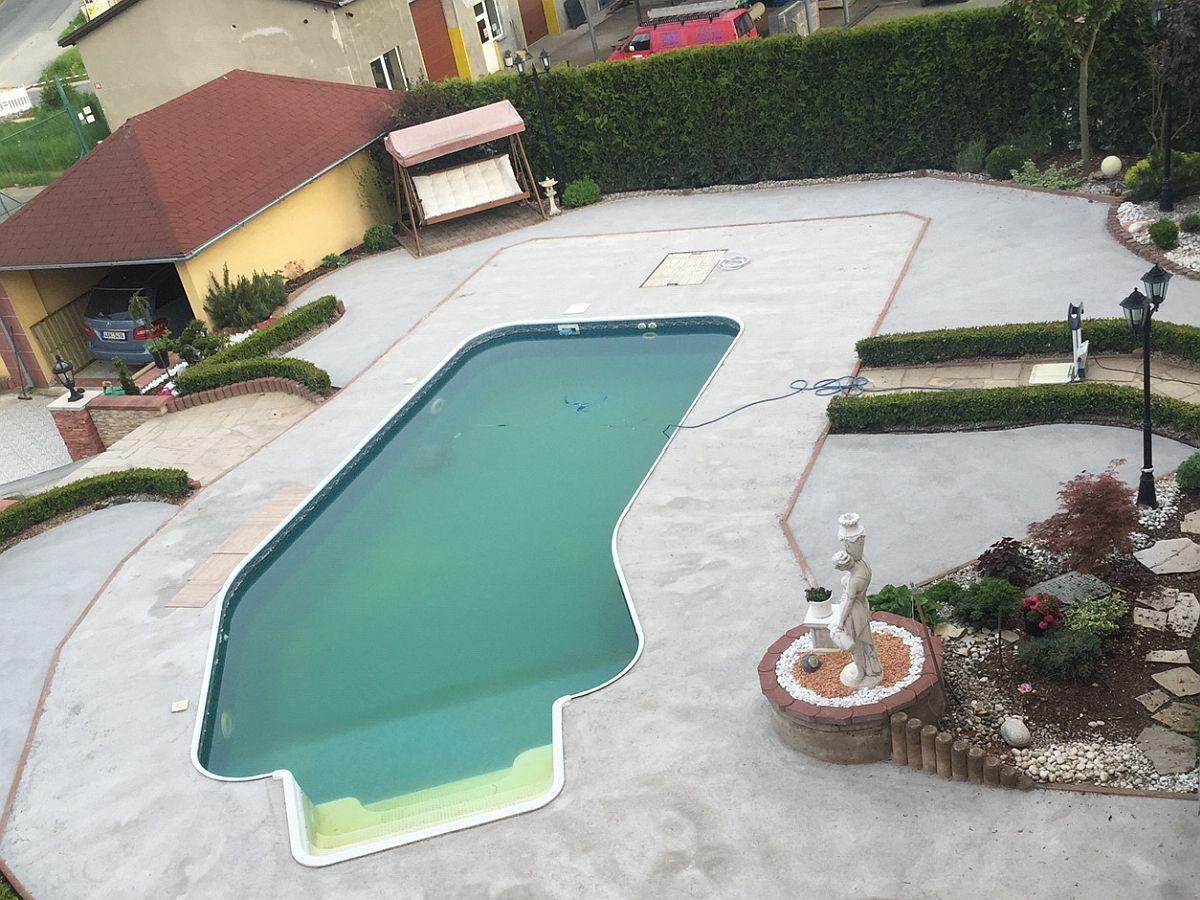 Bazén před zastřešením