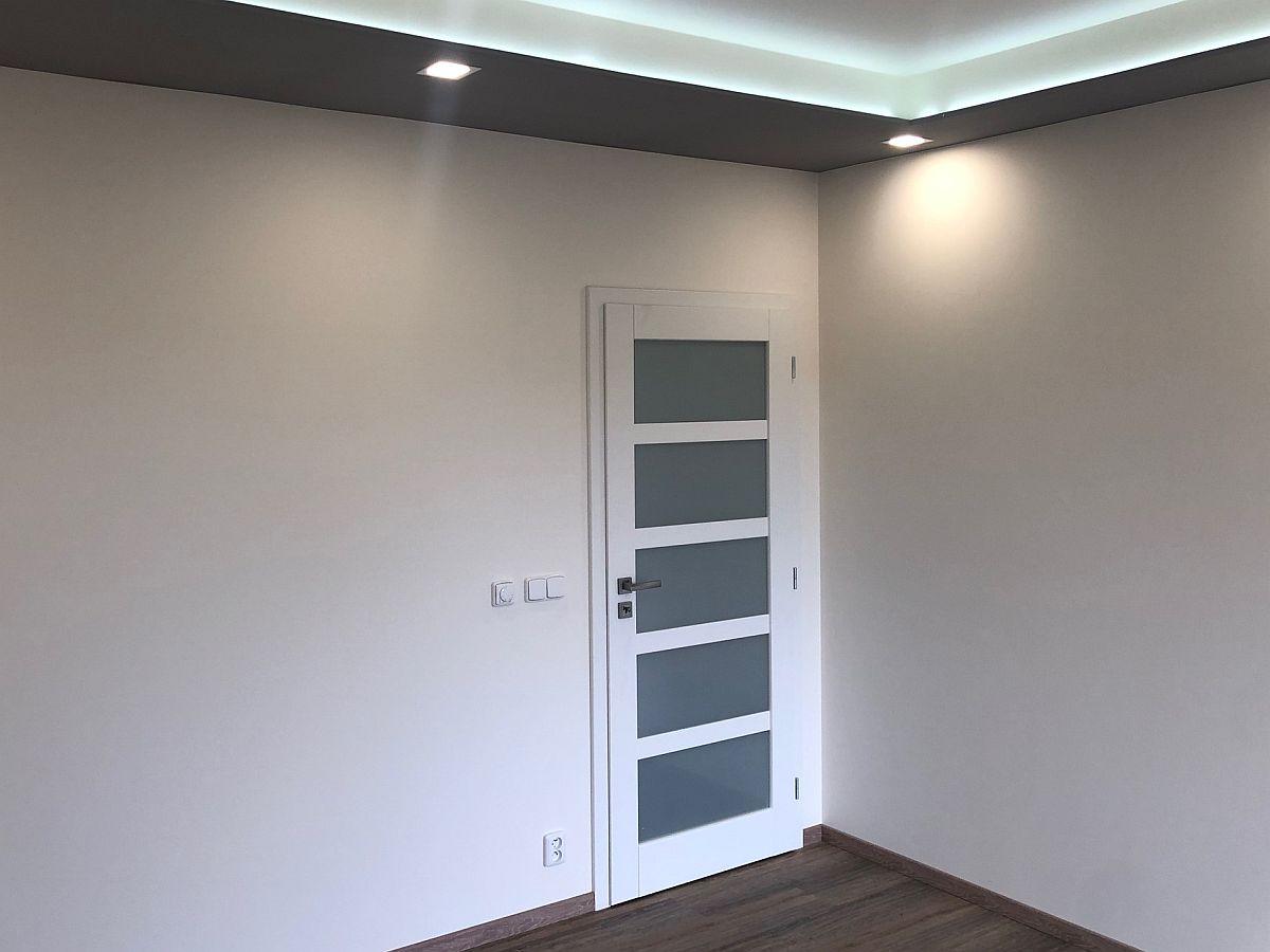 Dveře v místnosti