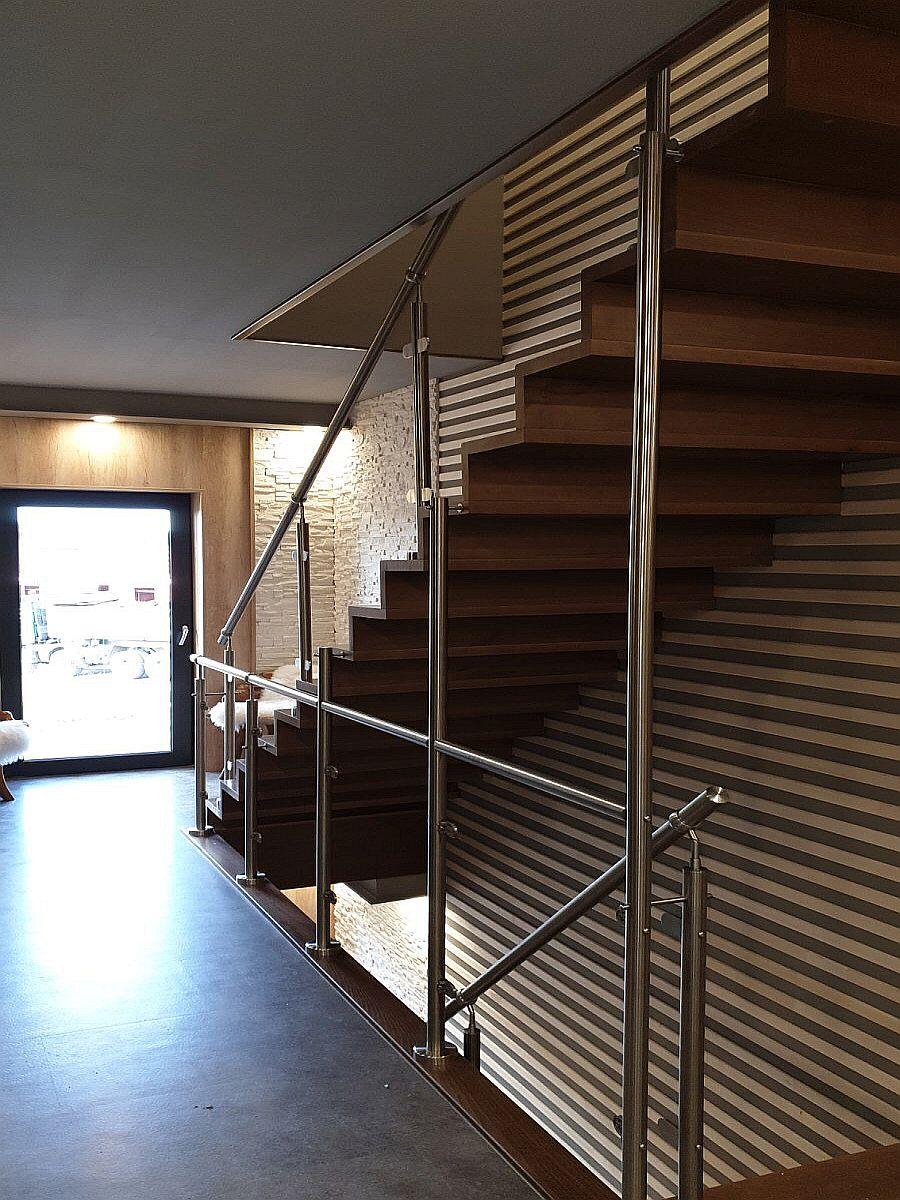 Byty Boží Dar - schodiště