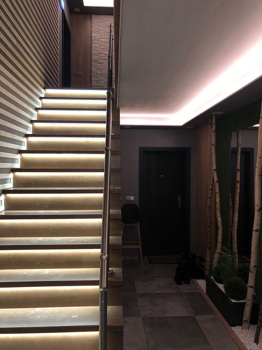 Byty Boží Dar - schodiště s podsvícením