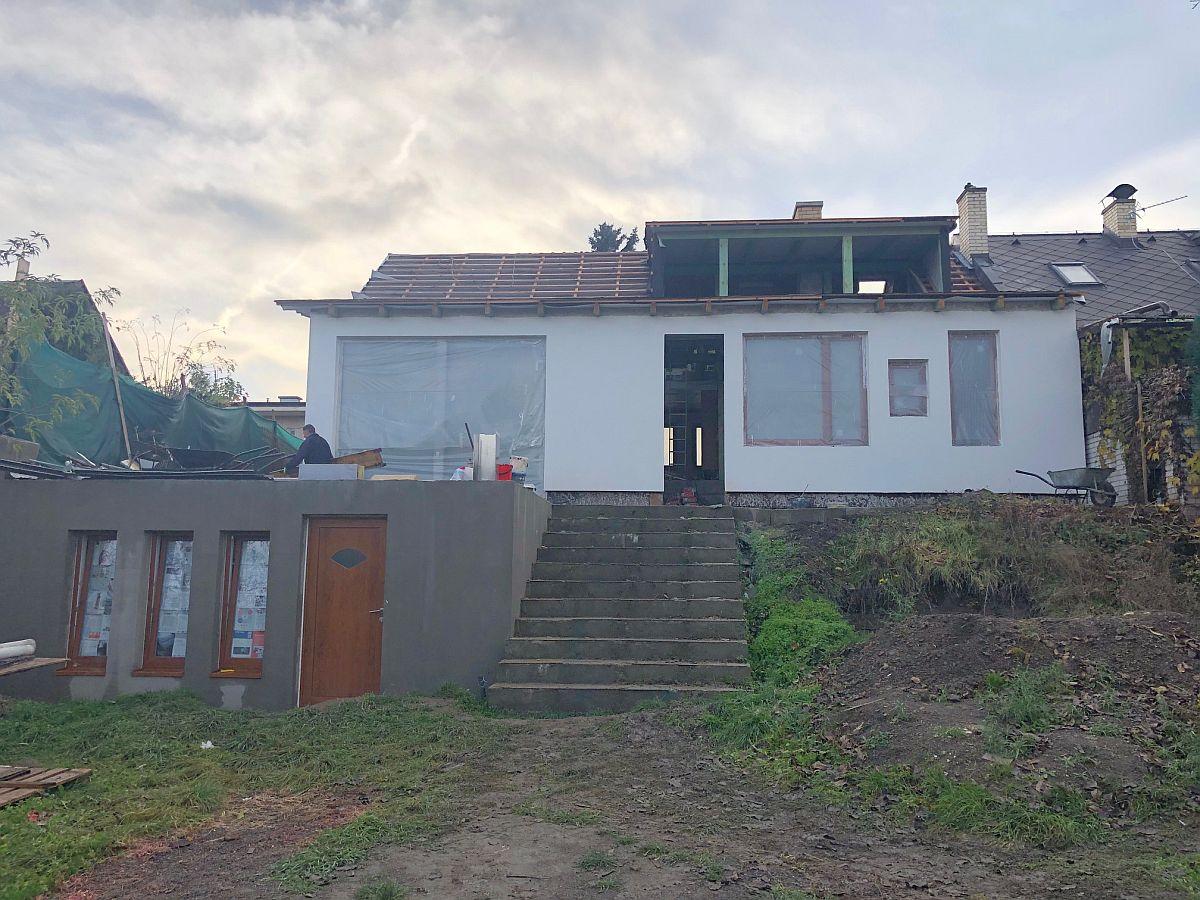 Dostavba domu Praha 10 - pohled ze zahrady