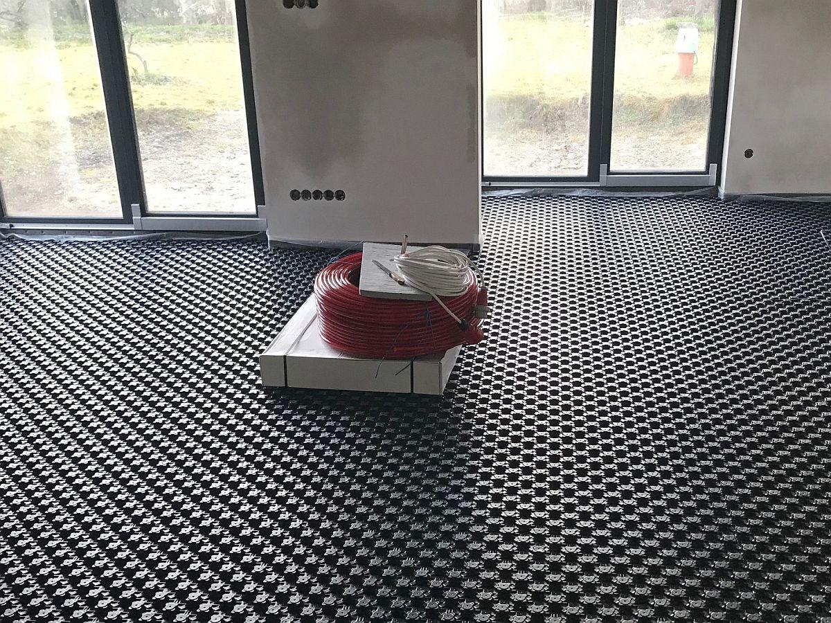 Pokládání podlahového topení