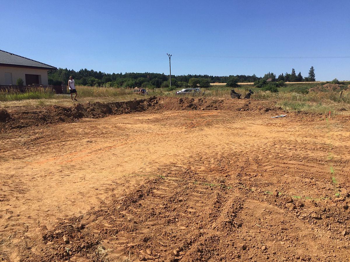 Pozemní práce - srovnání pozemku