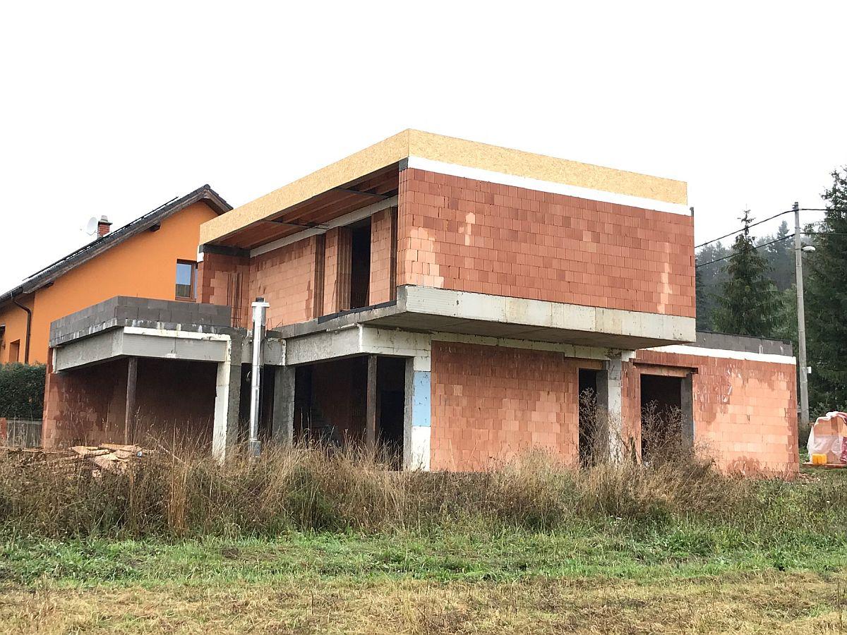 Dokončená hrubá stavba
