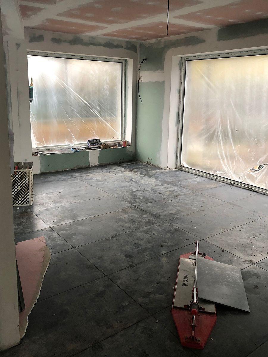 Podlaha v místnosti