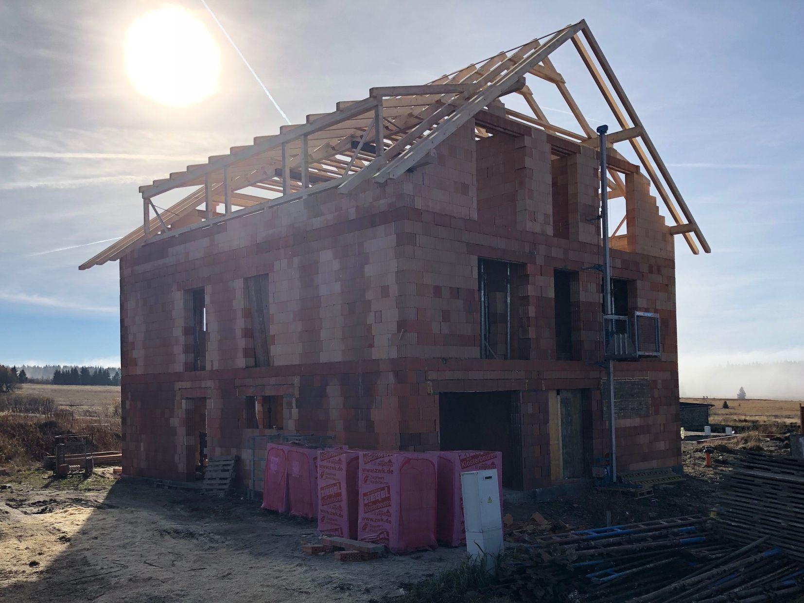Stavba krovů pro byty na Božím Daru - listopad 2018