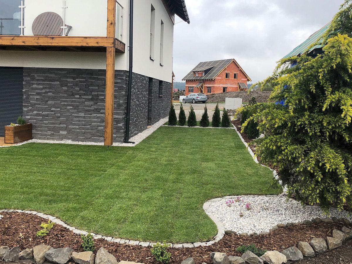 Položený travnatý koberec